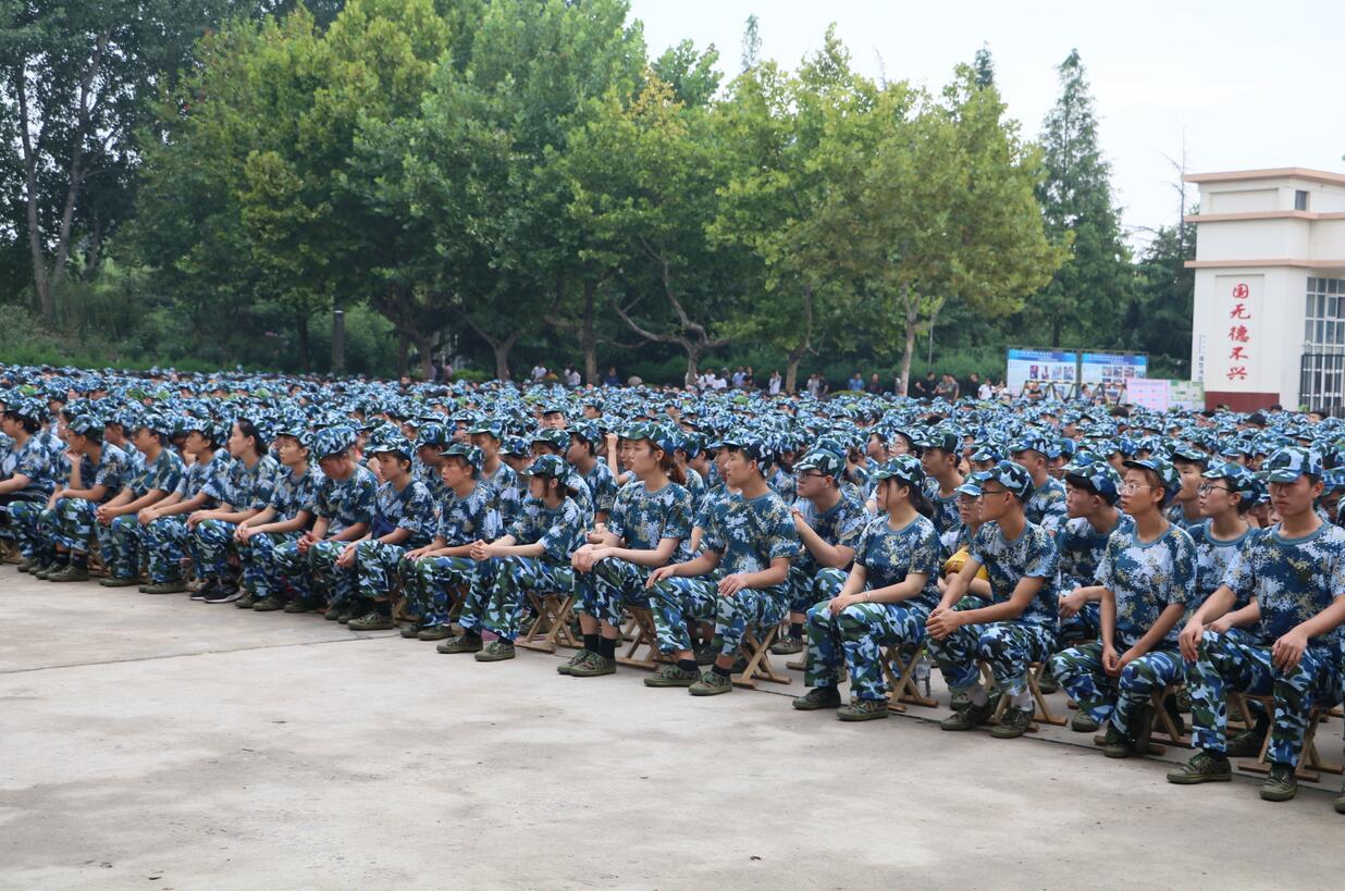 我院隆重举行2018级新生军训动员大会